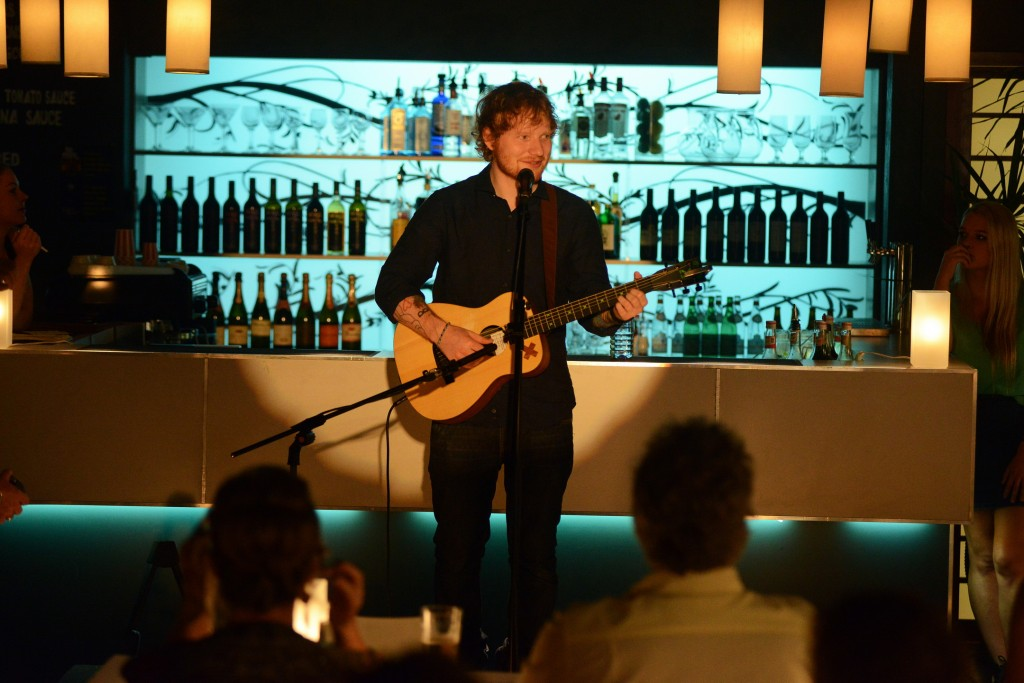 Ed Sheeran performs at Angelo's, working wonders on the emotions of Summer Bay's residents