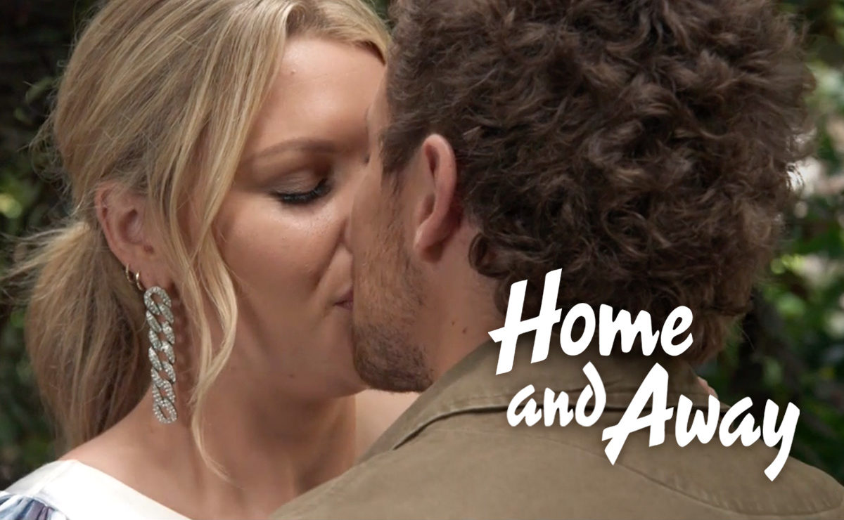 Home and Away Spoilers – Ziggy and Dean kiss at Bella's exhibition